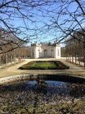 El llegar a los jardines franceses Foto de archivo