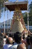 El llevar alrededor de la Virgen del EL Rocio Foto de archivo
