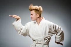 El llevar divertido del combatiente del karate Fotos de archivo