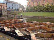 EL LLEVAR EN BATEA EN CAMBRIDGE fotografía de archivo