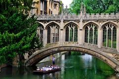 El llevar en batea en los canales de Cambridge Imagen de archivo libre de regalías