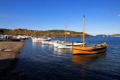 El lligat portuario en Cadaqués Foto de archivo libre de regalías