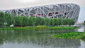 El llover olímpico del estadio de Pekín Foto de archivo
