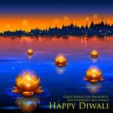 El loto de oro formó el diya que flotaba en el río en el fondo de Diwali Fotografía de archivo libre de regalías