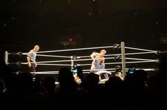 El luchador Chris Jericho de WWE puso a decano Ambrose en las paredes de Je Imagenes de archivo