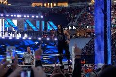 El luchador de Roman Reigns se coloca en torniquete superior antes del comienzo de c foto de archivo