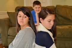 El luchar de las hermanas Fotos de archivo