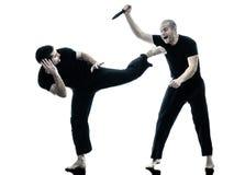 El luchar de los combatientes del maga del krav de los hombres aislado Foto de archivo libre de regalías
