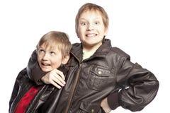 El luchar de los hermanos Imagen de archivo