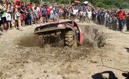 El luchar en agujero del fango Imagen de archivo