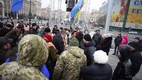 El luchar en el Maidan en la ciudad de Kiev ucrania metrajes