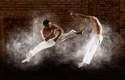 El luchar masculino del karate dos fotos de archivo