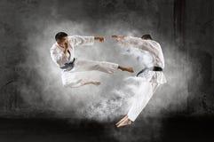 El luchar masculino del karate dos foto de archivo libre de regalías