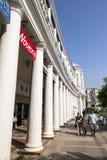 El lugar de Connaught es uno del financiero, del anuncio publicitario y de los centros de negocios más grandes de Delhi fotos de archivo