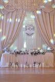 El lujo adornó la tabla del recién casado de la boda Foto de archivo libre de regalías