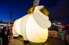 El ` lunar de la linterna que el ` de las ovejas es símbolo del zodiaco de ovejas será iluminado de oscuridad en Quay circular po Imagenes de archivo