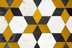El mármol colorido adorna el fondo en templo Fotos de archivo libres de regalías