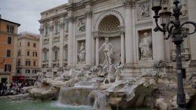 El más grande la fuente del Trevi en Roma, Italia almacen de metraje de vídeo