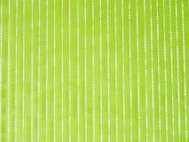 El móvil cristalino de la ejecución en el papel pintado verde Imagen de archivo