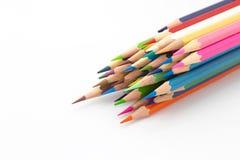 El múltiplo colorea el lápiz de madera en blanco Imagen de archivo libre de regalías