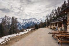 El Malga Stabli barra del ristorante de 1814 m en Val di Sole, Ortisè, Trentino, Italia imágenes de archivo libres de regalías