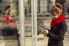 El mandar un SMS Imagenes de archivo