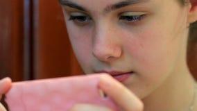 El mandar un SMS de la muchacha metrajes