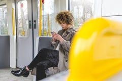 El mandar un SMS en el tren Fotografía de archivo libre de regalías