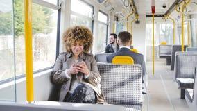 El mandar un SMS en el tren Imágenes de archivo libres de regalías