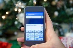 El mandar un SMS en la Navidad Fotografía de archivo