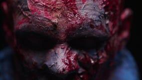El maniaco del zombi es asustadizo de sus dientes que intentan morder almacen de video