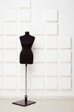 El maniquí de la modista negra en el estudio Foto de archivo libre de regalías