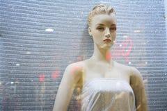 El maniquí, muñeca, tela de materia textil, lentejuelas brilla foto de archivo libre de regalías