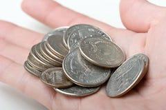 El manojo de 25 cuartos de los centavos cambia monedas a disposición Foto de archivo libre de regalías