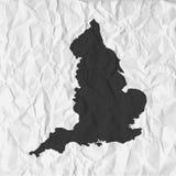 El mapa de Inglaterra en negro en un fondo arrugó el papel libre illustration