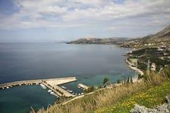 El mar adriático cerca Plat dalmatia Croacia foto de archivo