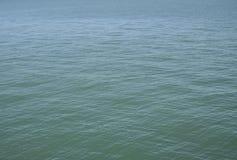 El mar agita, agua de mar del fondo, superficie del mar Imagenes de archivo