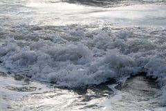 El mar agita en día vergonzoso Fotografía de archivo libre de regalías
