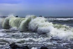 El mar agita invierno Foto de archivo libre de regalías