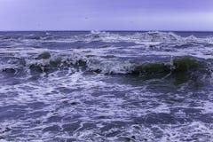 El mar agita invierno Imagen de archivo