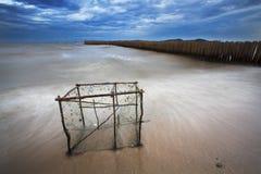El mar agita la línea del latigazo Foto de archivo libre de regalías
