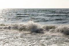 El mar agita por la orilla fotografía de archivo libre de regalías