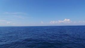 El mar azul Foto de archivo libre de regalías