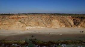 El mar azul antes de una tormenta, un tope de la rotura para su vídeo musical almacen de metraje de vídeo