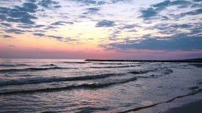 El mar Báltico en la salida del sol metrajes