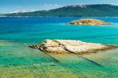 El mar cristalino que rodea la isla de Rab, Croacia Fotografía de archivo