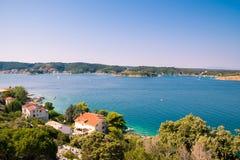 El mar cristalino que rodea la isla de Rab, Croacia Fotografía de archivo libre de regalías