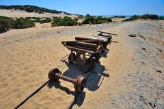 El mar de Cerdeña, Italia - vieja explotación minera imagen de archivo libre de regalías
