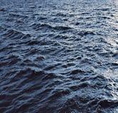 El mar de la textura agita la tormenta Foto de archivo libre de regalías