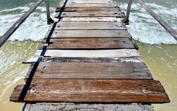 El mar de madera relaja el puente Imagenes de archivo